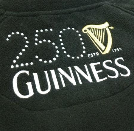 Fleecejacken-besticken-lassen-Logo-Guinness