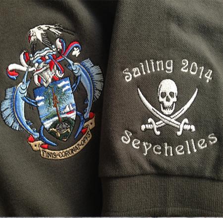 Polo-Shirt-besticklen-lassen-mit-Stickrei-Logo-Segeln